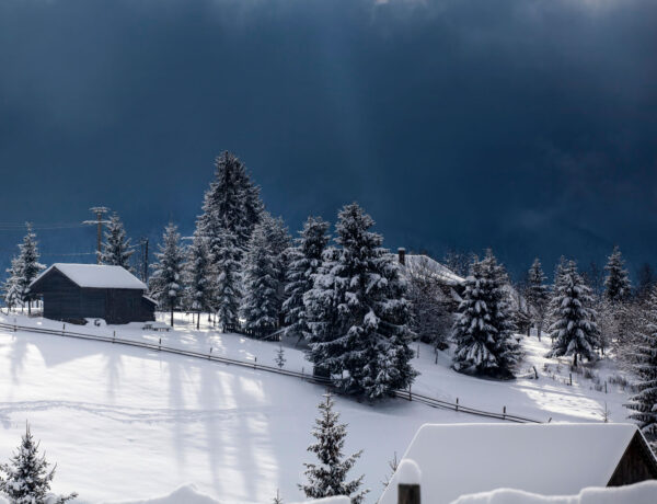 winter-in-the-mountains-PDEWXAQ